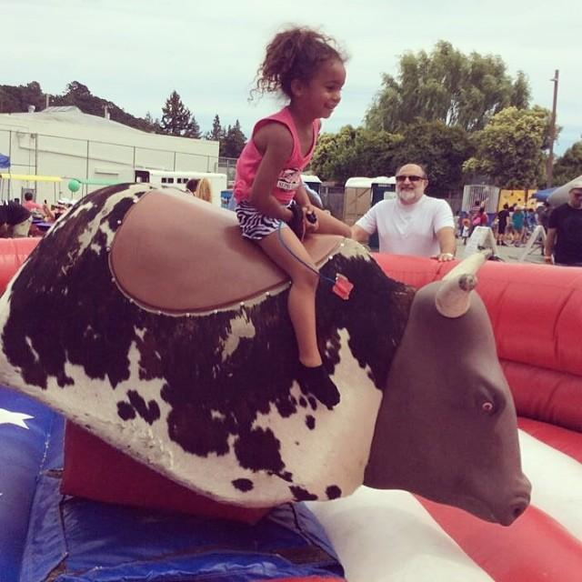 Family fun in the sun at the 2014 Novato Art Wine & Music Festival #buckingbronco #NovatoByNature