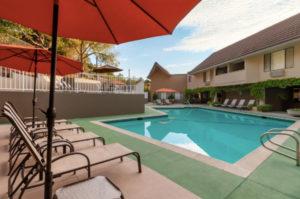 Novato Oaks Inn swimming pool