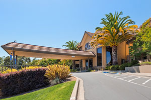 Exterior of Hotel Best Western Plus at Novato Oaks Inn, Novato CA